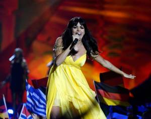 The fifth song was the one from Spain. The singer ESDM, Raquel del Rosario looked faboulous in her yellow dress! We're really jealous, because that's just the perfect summer dress!